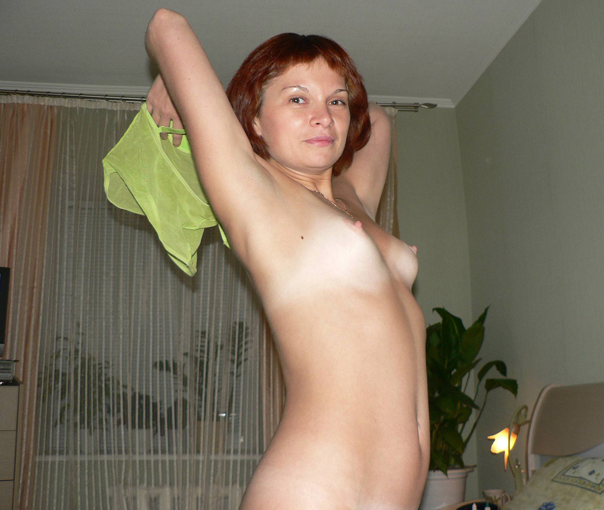 Amateur short haired wife