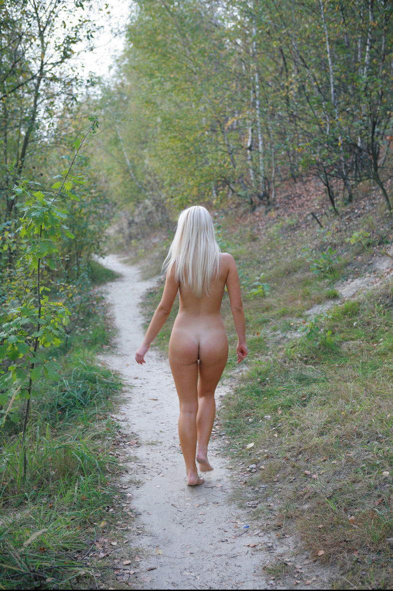 Smiling Blue-Eyed Blonde Walks Totally Naked At Public -9441