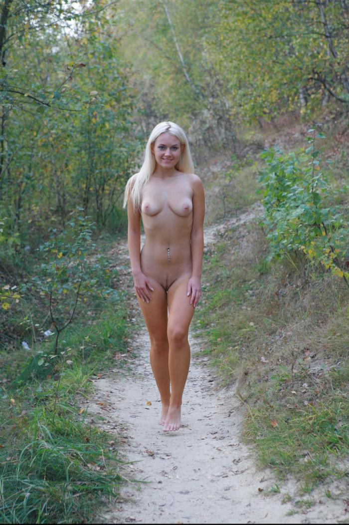 Smiling Blue-Eyed Blonde Walks Totally Naked At Public -4094