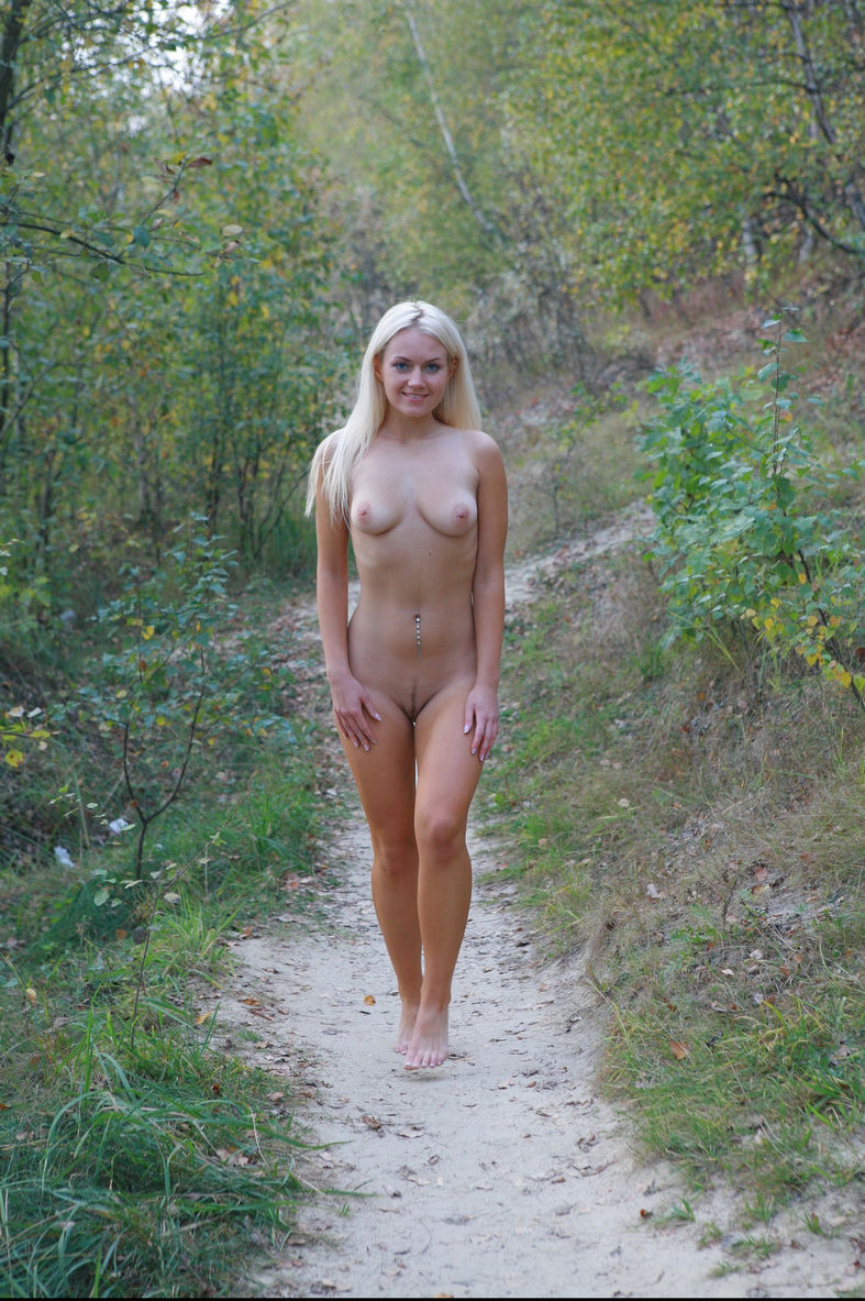 Smiling Blue-Eyed Blonde Walks Totally Naked At Public -9093