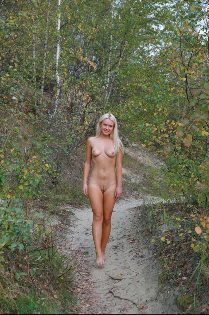 Smiling Blue-Eyed Blonde Walks Totally Naked At Public -3481
