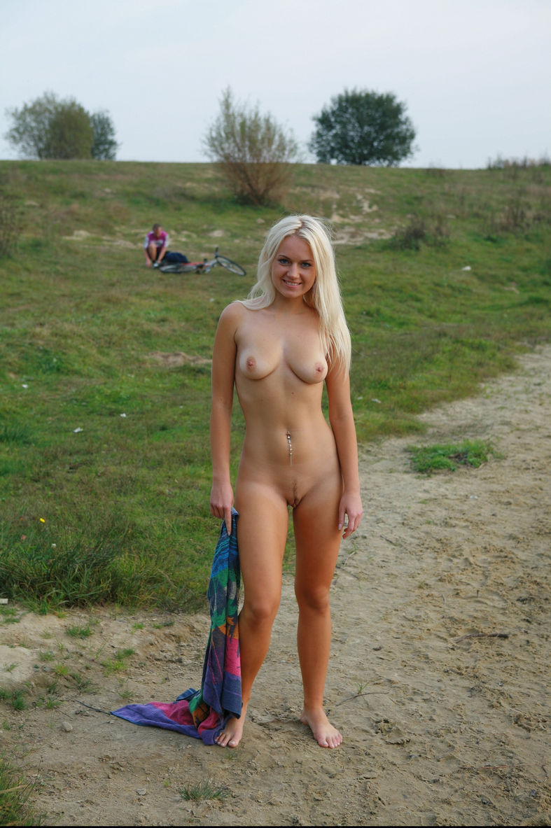 blonde blue eyes nude