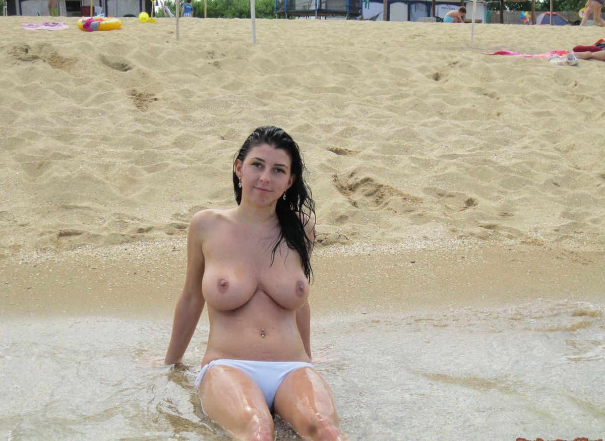Smiling Brunette With Very Big Boobs Posing Topless At -2761