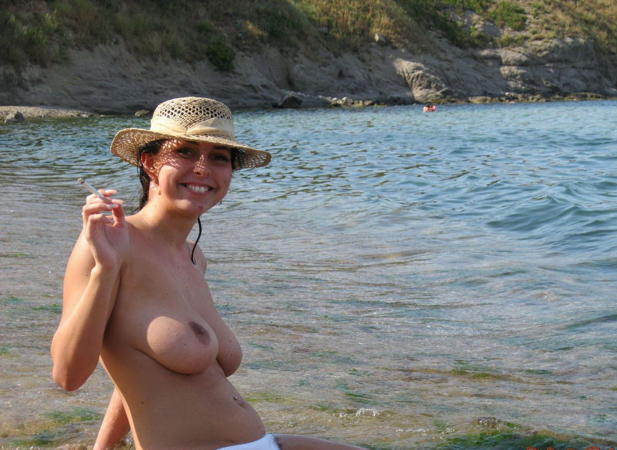 Smiling Brunette With Very Big Boobs Posing Topless At -9603