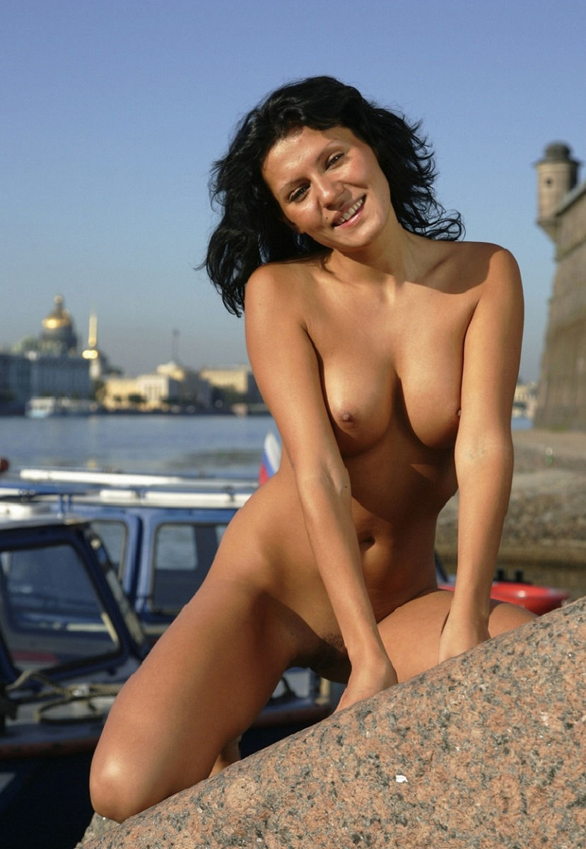 perfect naked girl public