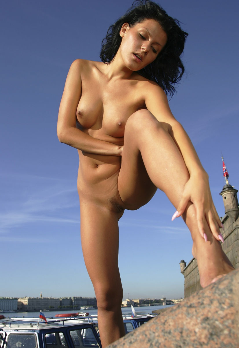 Smiling Russian Brunette With Perfect Body Posing Naked At -4172