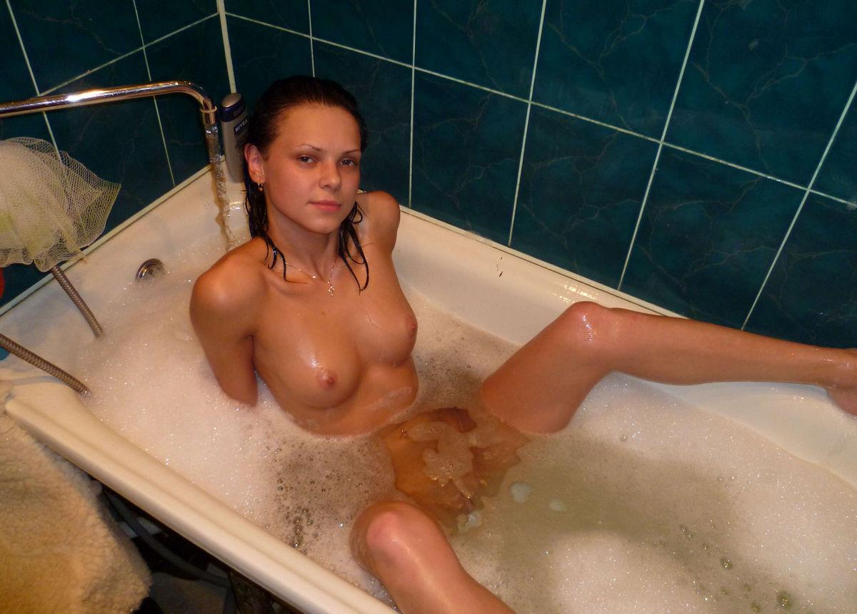 Любительское домашнее фото в ванной, смотреть порно с берковой и негром