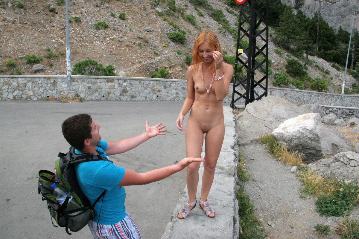 Фото раздевающихся перед мальчишками, Русая девушка разделась догола. Фото эротика 24 фотография