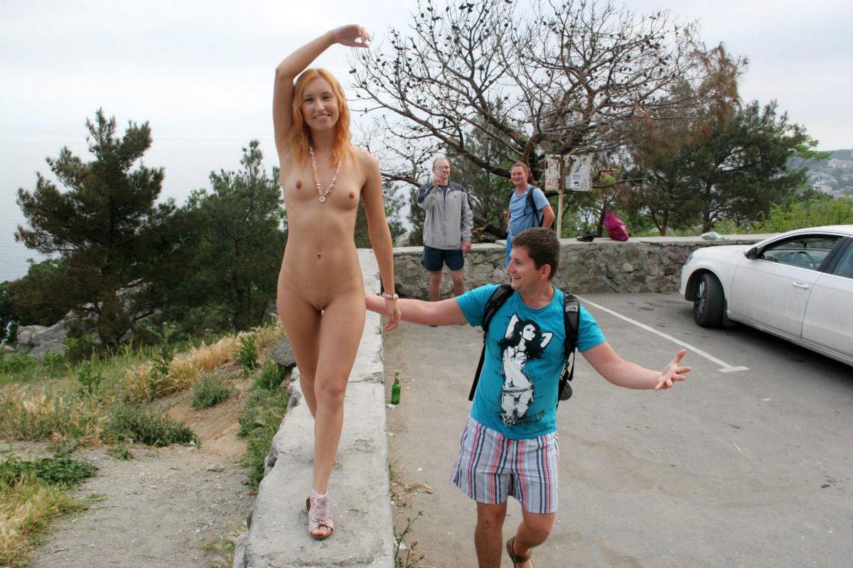 Amazing Redhead Demonstrates Naked Body To Strangers -9427