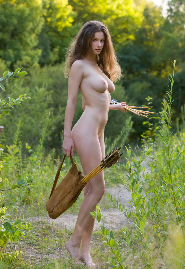 archery-nude-girl