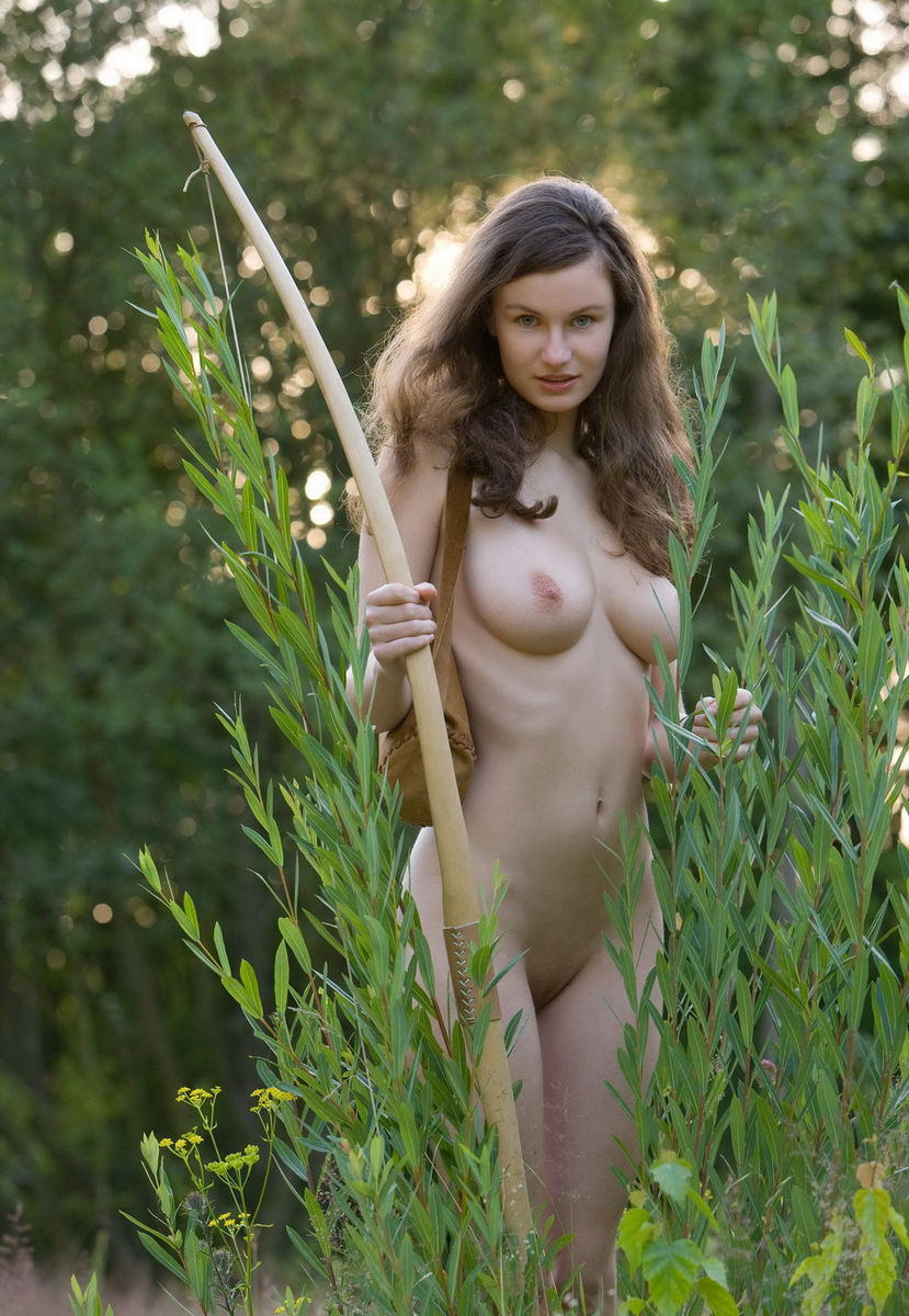 Naked bow hunting girl adult pic