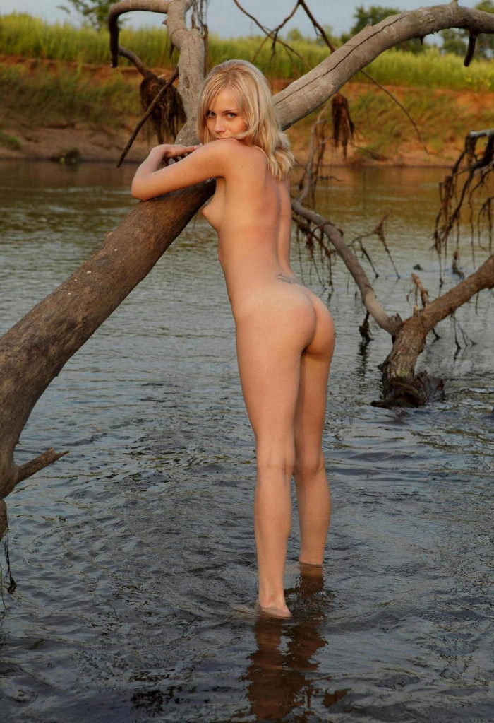 Blonde Teen With Very Beautiful Pussy  Russian Sexy Girls-1647