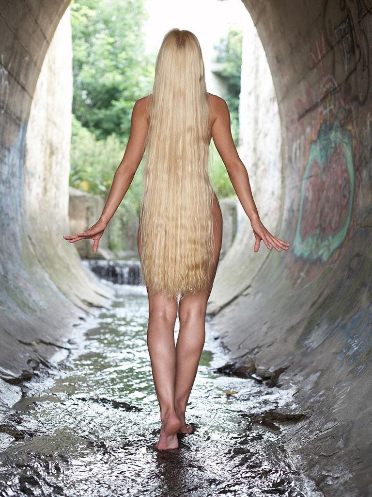 фото девушек обнаженных с длинными волосами