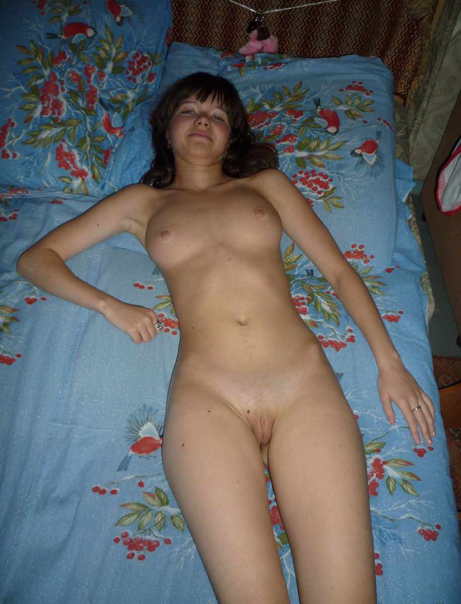 Amateur naked in bed selfie