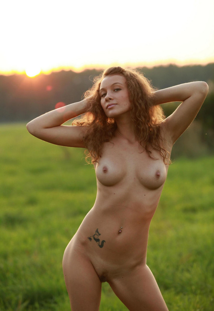raven haired girl nude