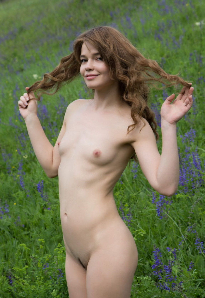 Lovely Girl With Small Tits At Beautiful Fields  Russian -2036