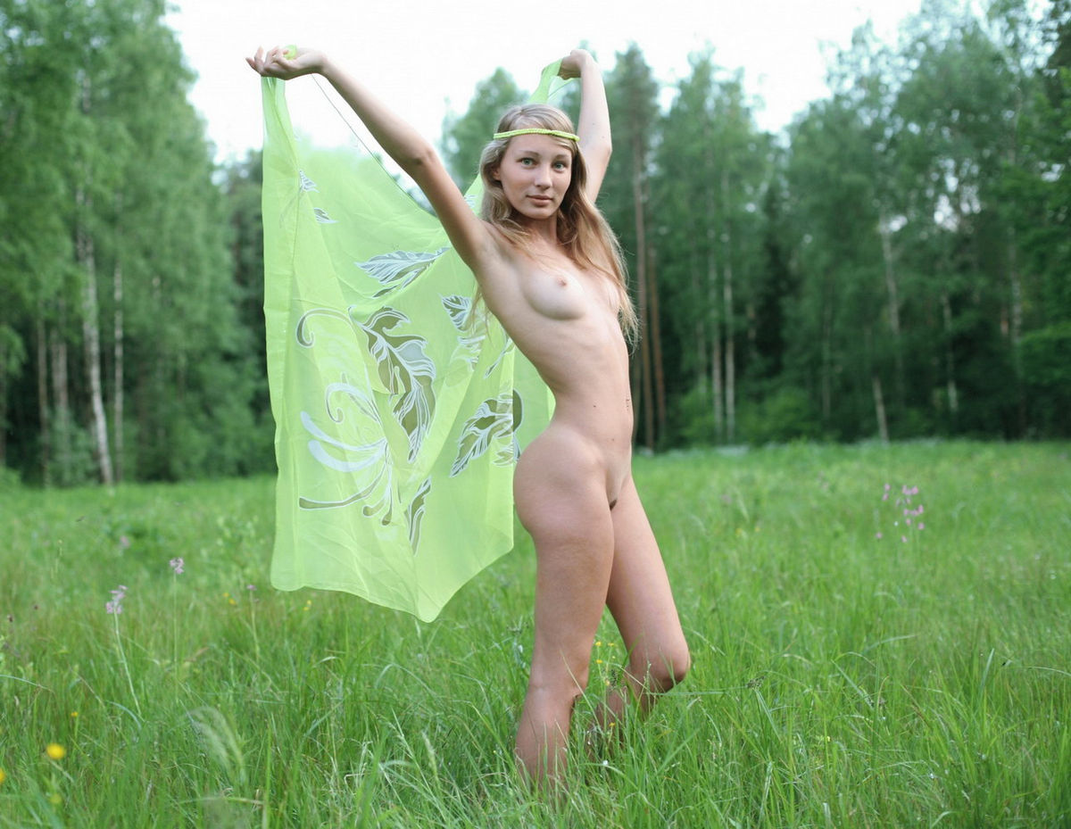 Naked Russian Teen Posing At Forest  Russian Sexy Girls-5085