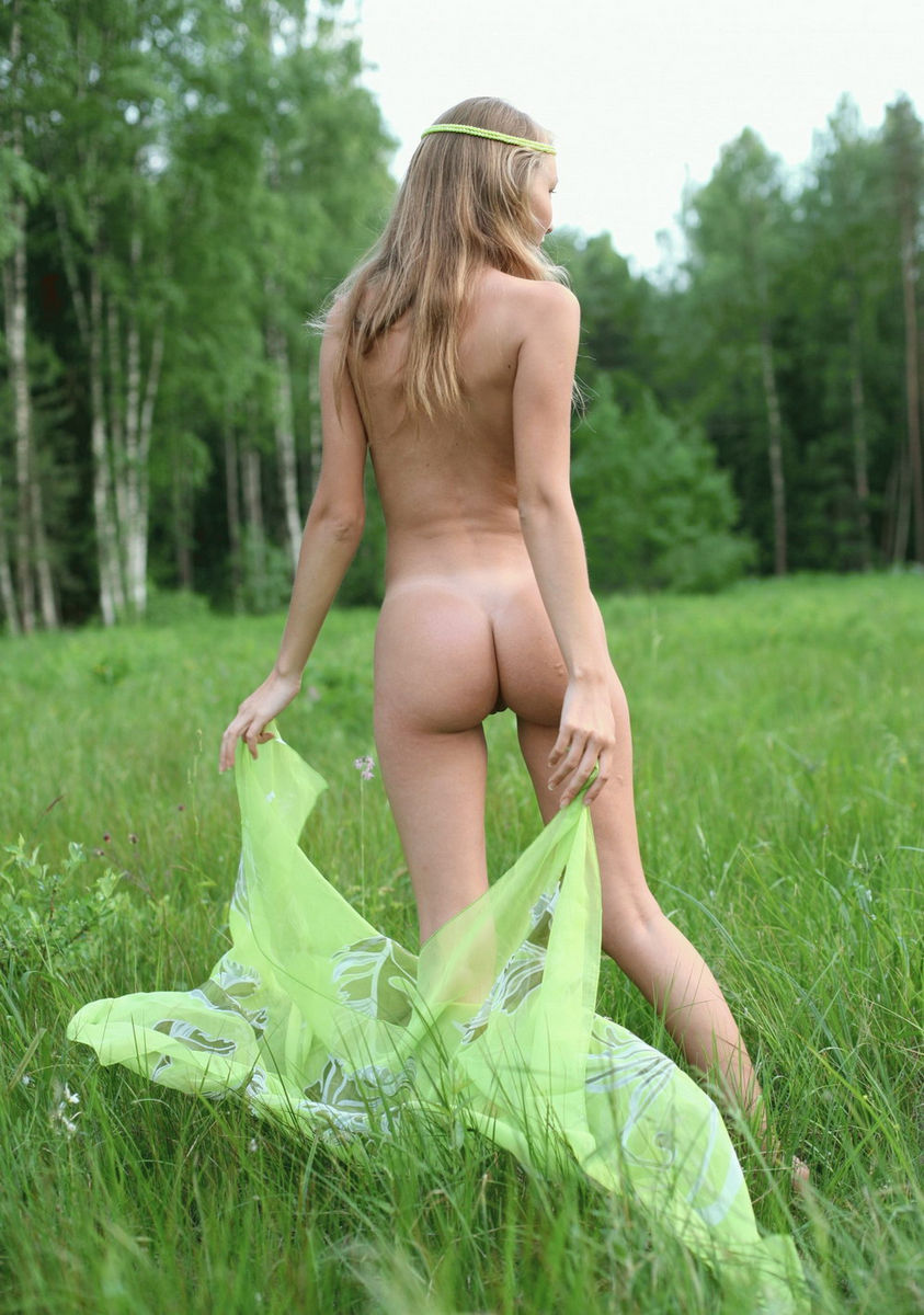 Naked Russian Teen Posing At Forest  Russian Sexy Girls-9646