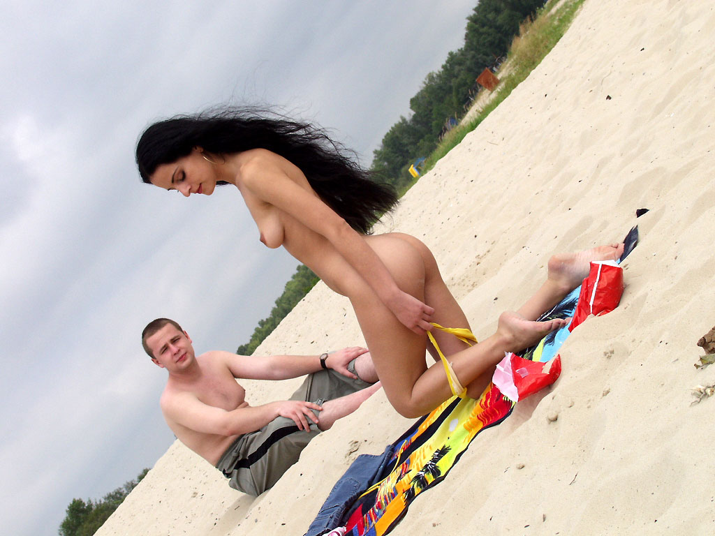Nice Brunette Ryger Naked On Public Beach Russian-5125