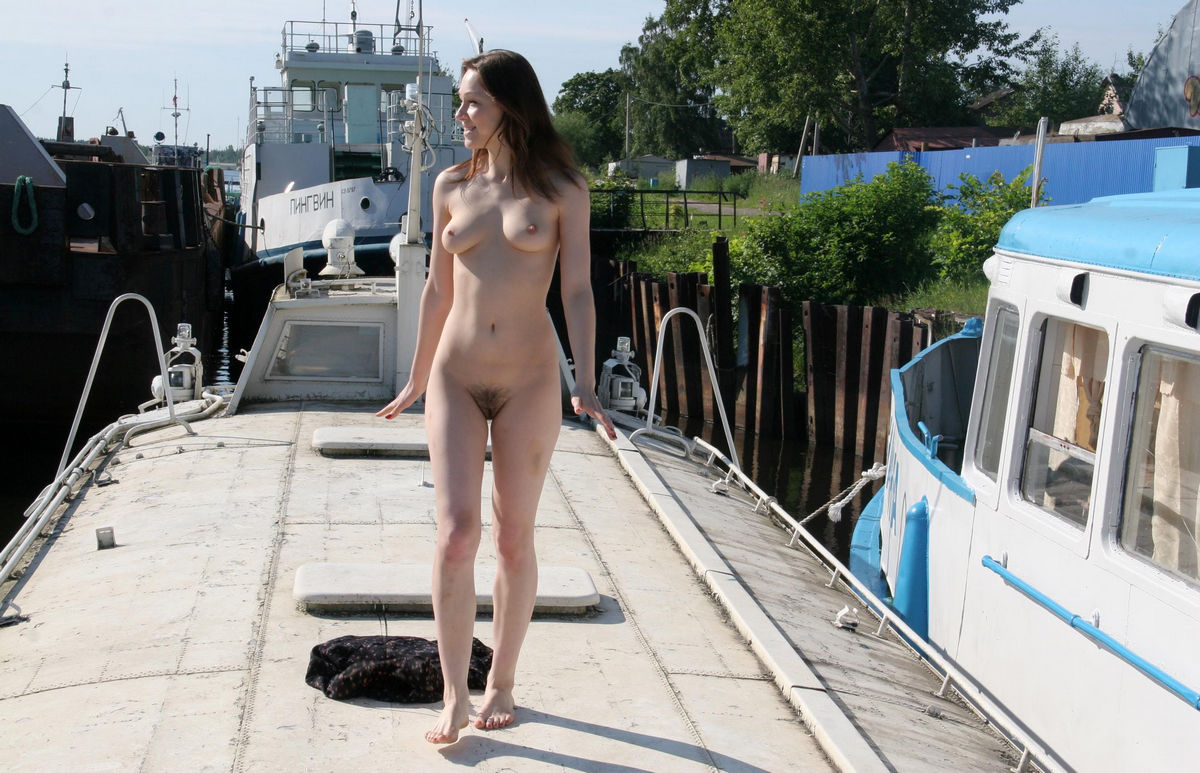 Russian Girl With Hairy Pussy Walks Naked On Boat -4989