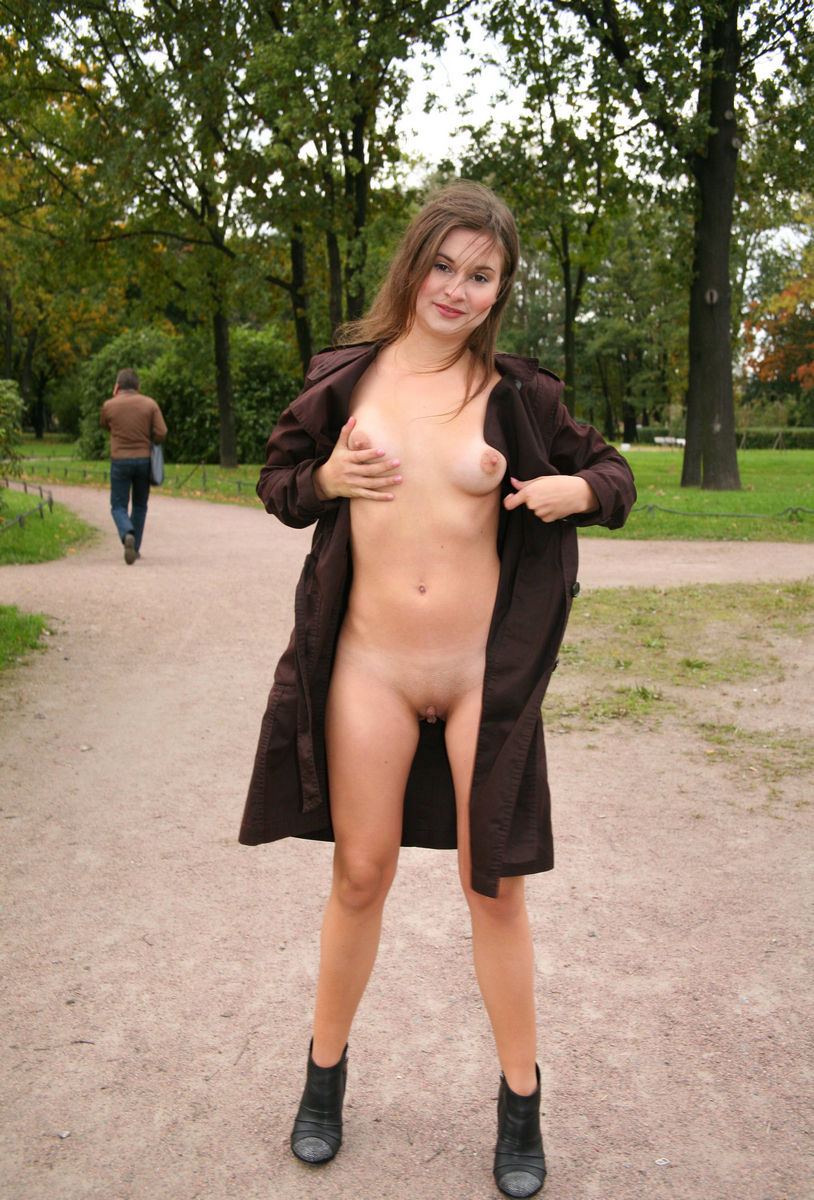 Russian Teen Flashes Naked Body At Public Park  Russian -1549
