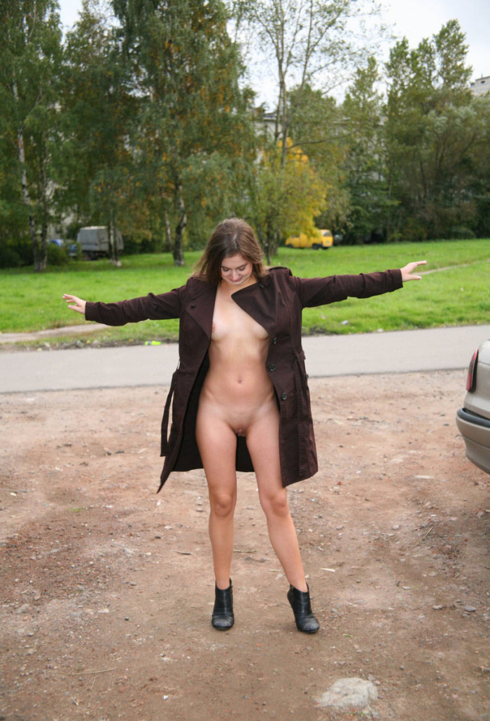 Russian Teen Flashes Naked Body At Public Park  Russian -8315