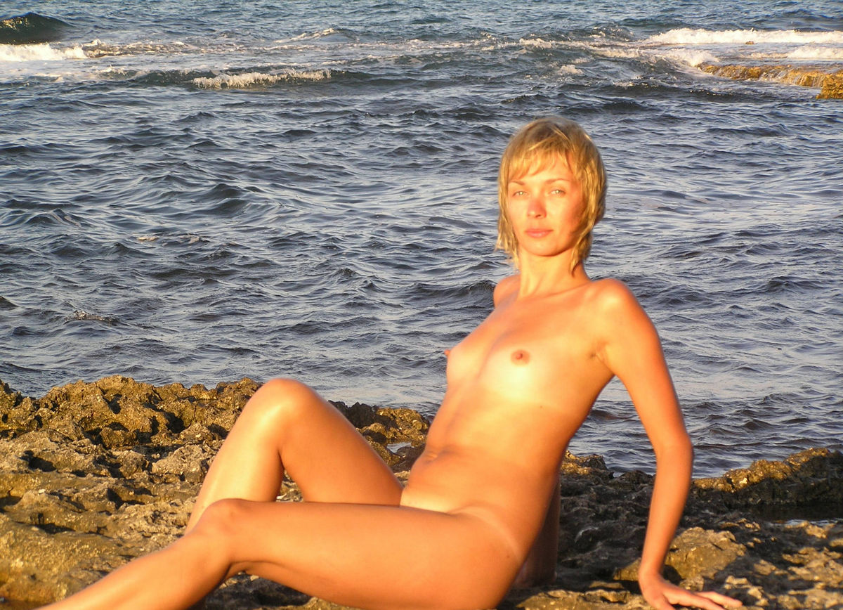 Short Haired Blonde Posing Naked At The Sea S