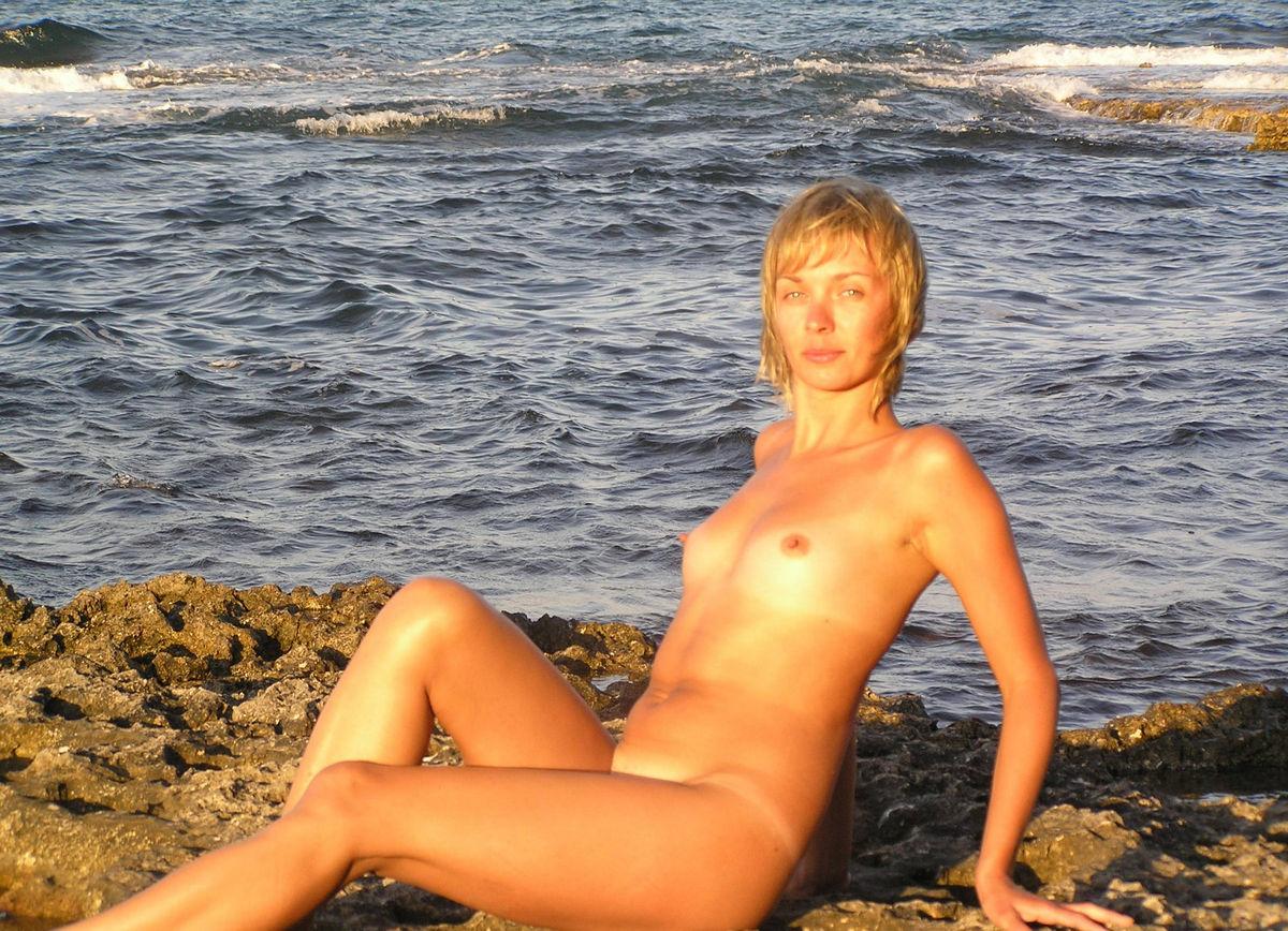 short blonde women naked