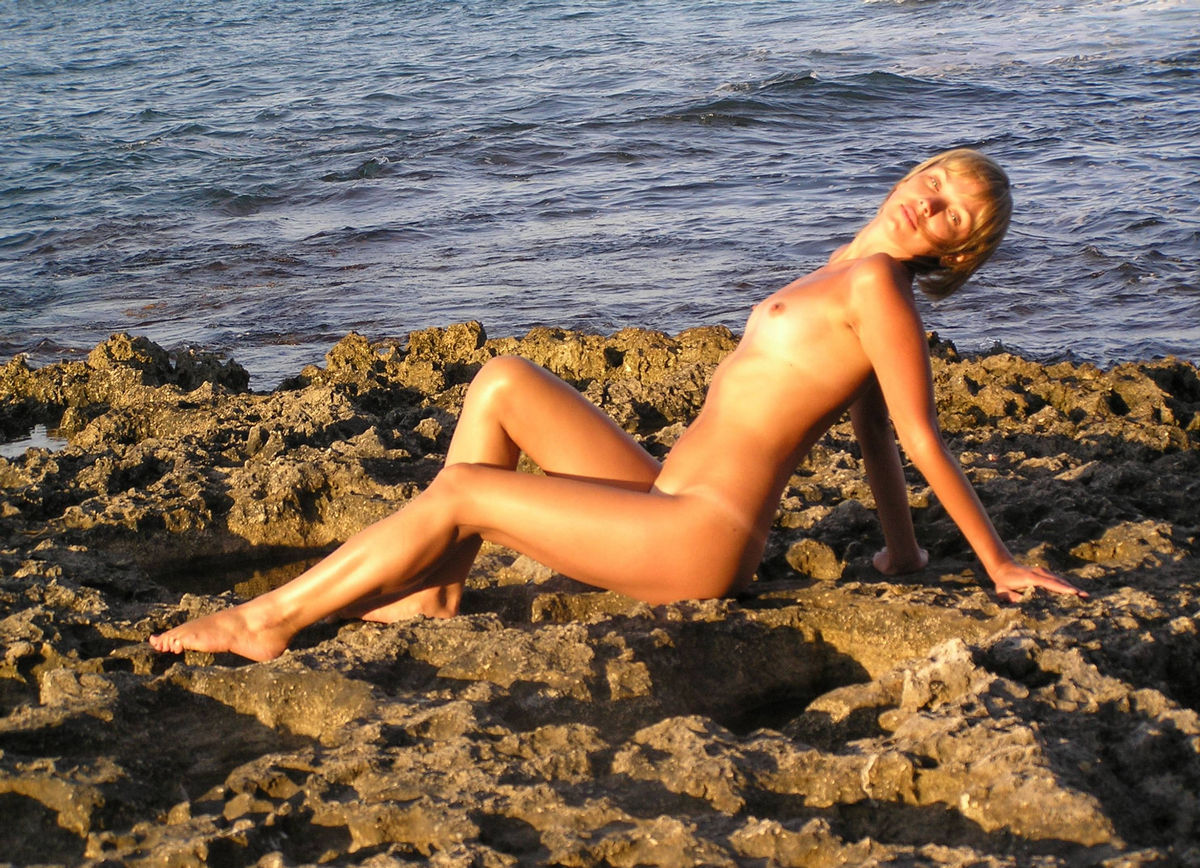 Short-Haired Blonde Posing Naked At The Sea  Russian Sexy -1902