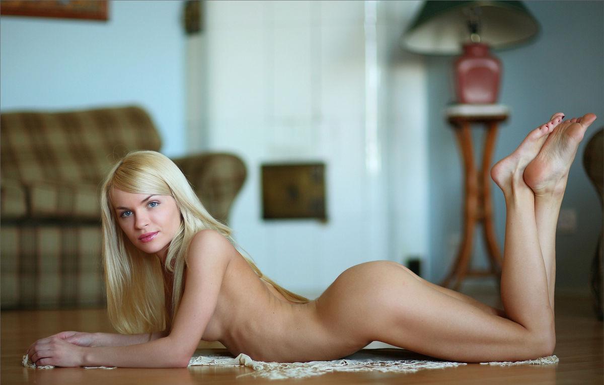 seksualnaya-russkaya-blondinka-siski