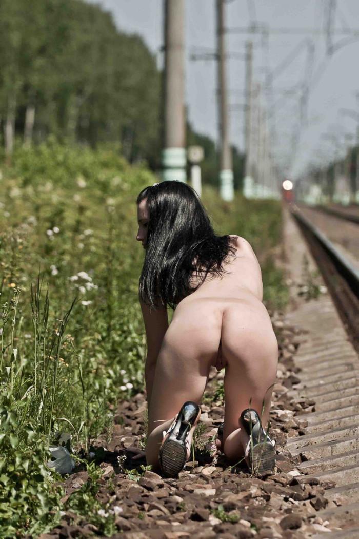 naked-girls-on-railroad-tracks-indian-sex-amateur