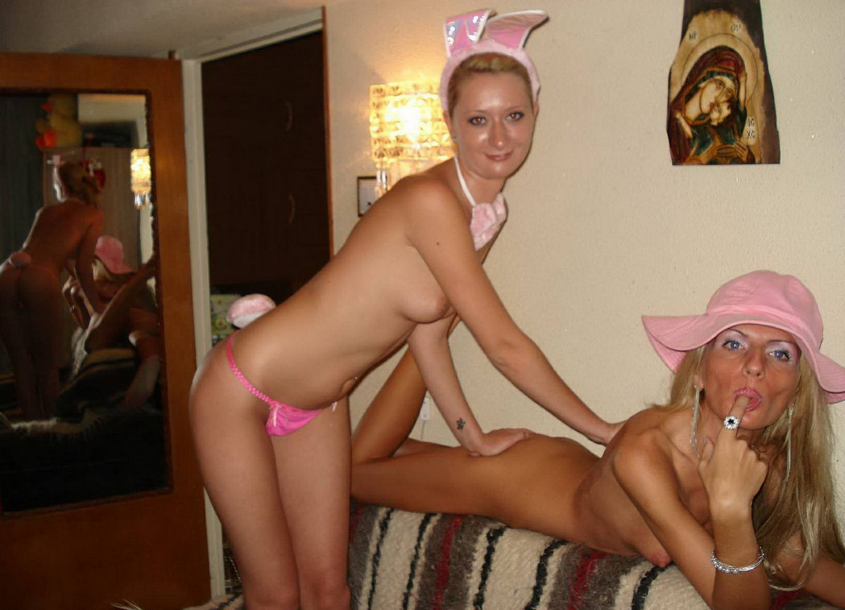 nude-mom-daughter-blond-lesbians