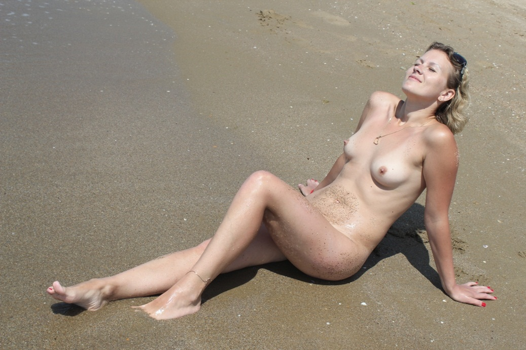 amateur blonde milf is undressing at beach russian sexy girls