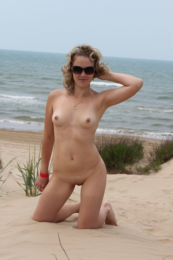 Amateur Blonde Milf Is Undressing At Beach  Russian Sexy -4037
