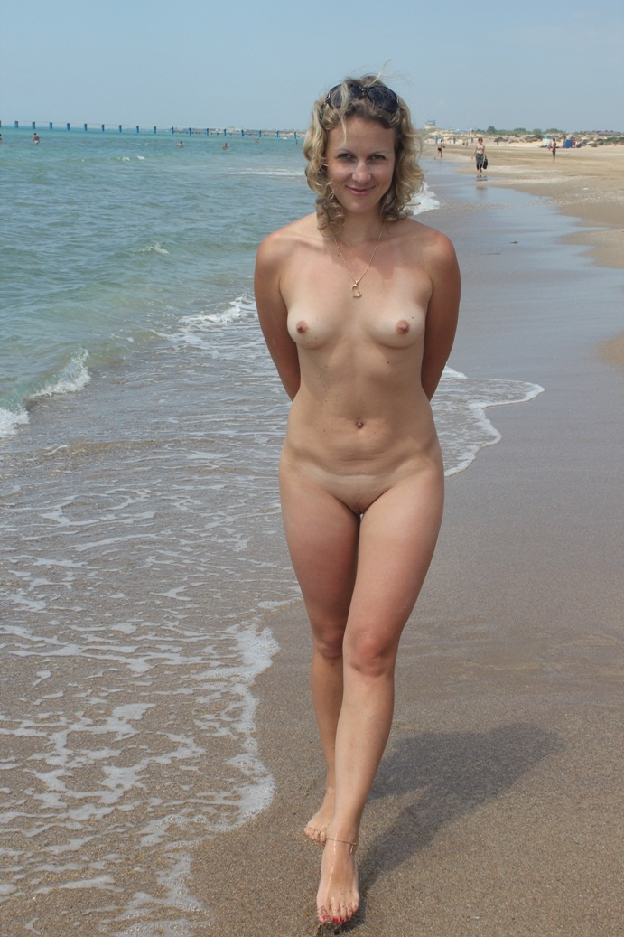 blonde Nude mom nature beach