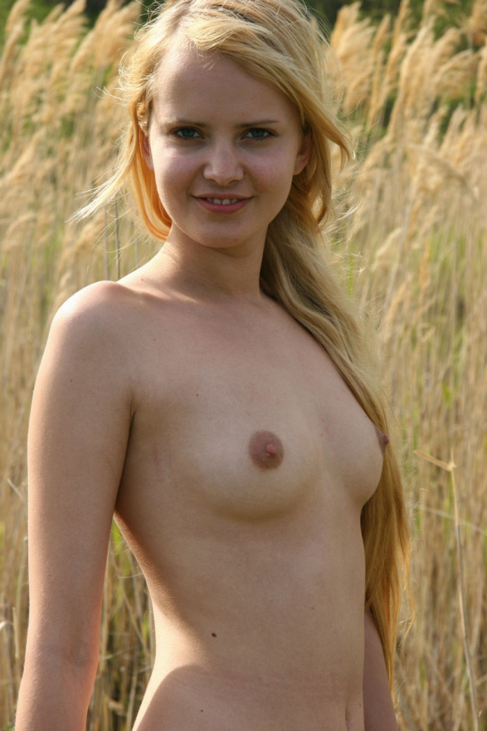 Blonde Teen Posing Naked At Nature  Russian Sexy Girls-6508