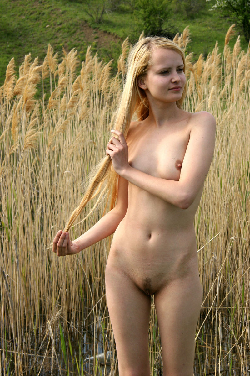 Blonde Teen Posing Naked At Nature S