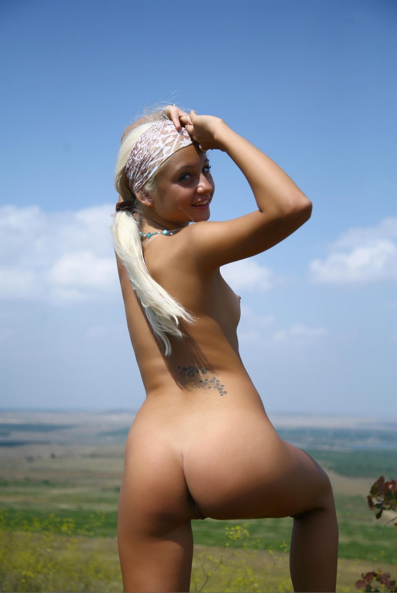 blue eyed blonde shows her body to camera russian sexy girls