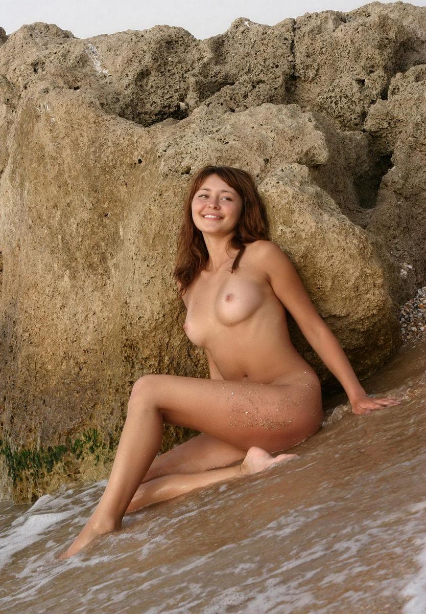 Busty Girl Posing At Sea S