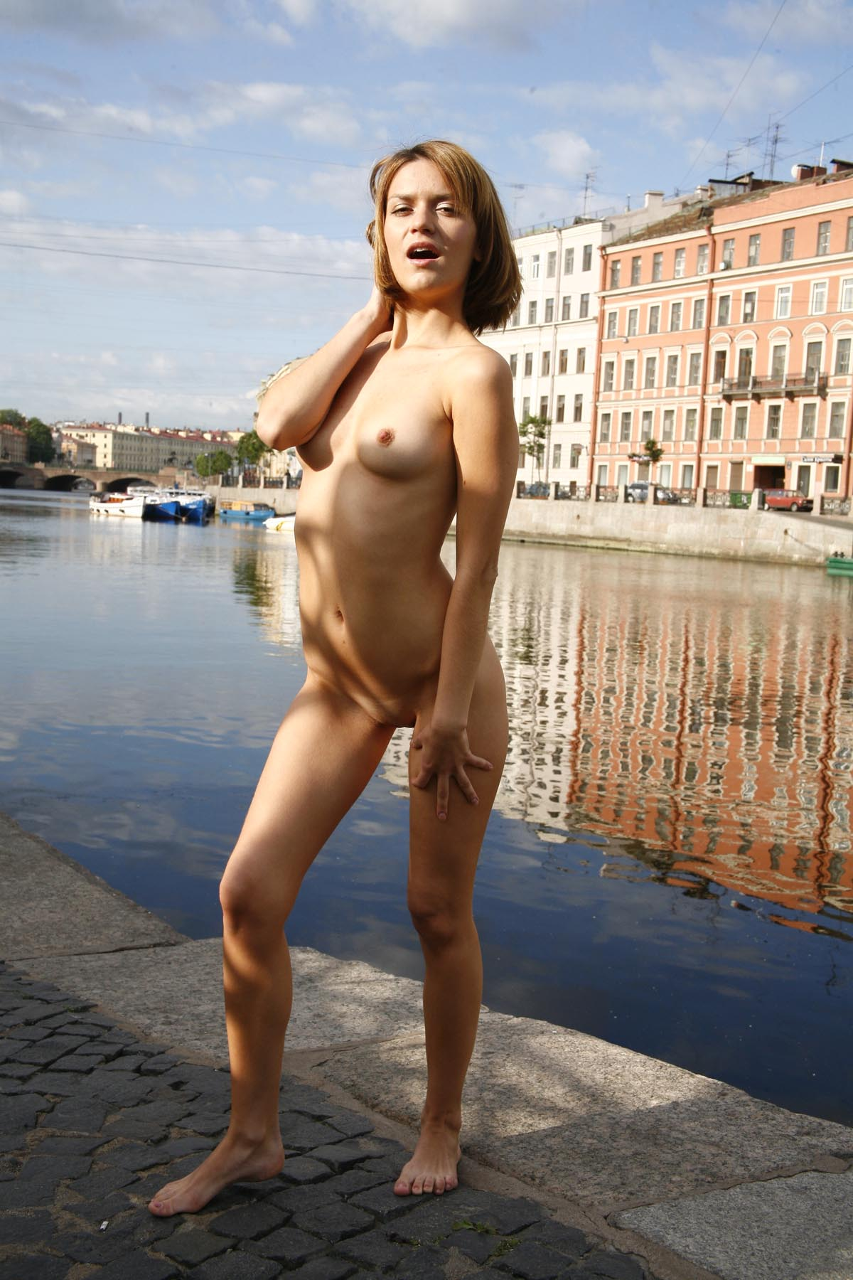 Crazy Russian Girl Exposes Her Naked Body At Pubic -5037