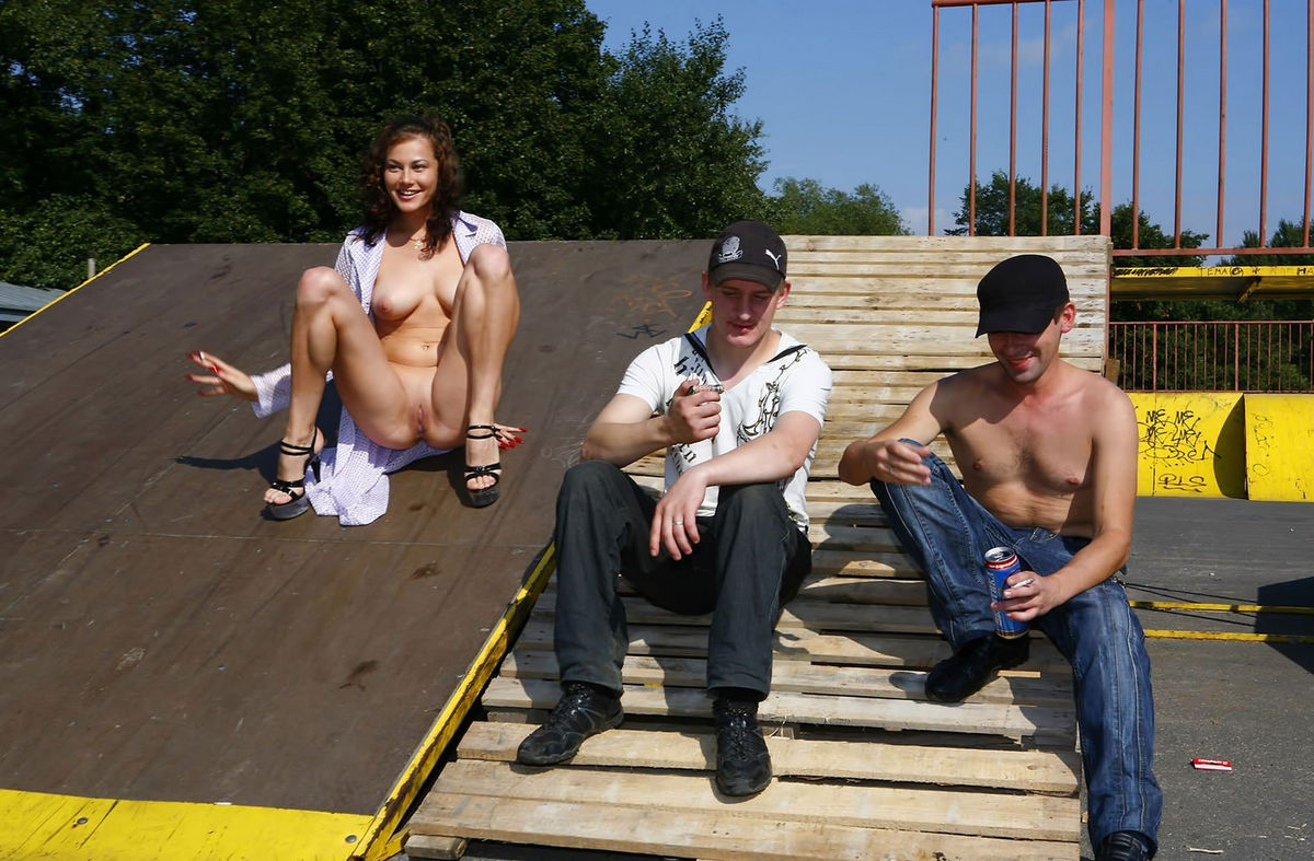 Something nude girl on skatepark And have