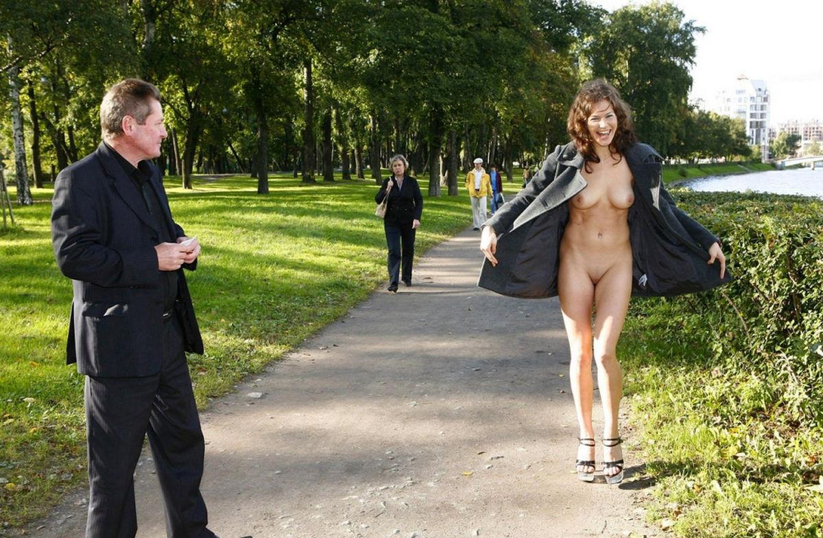 голая девушка на улице перед люди фотки думала, это только