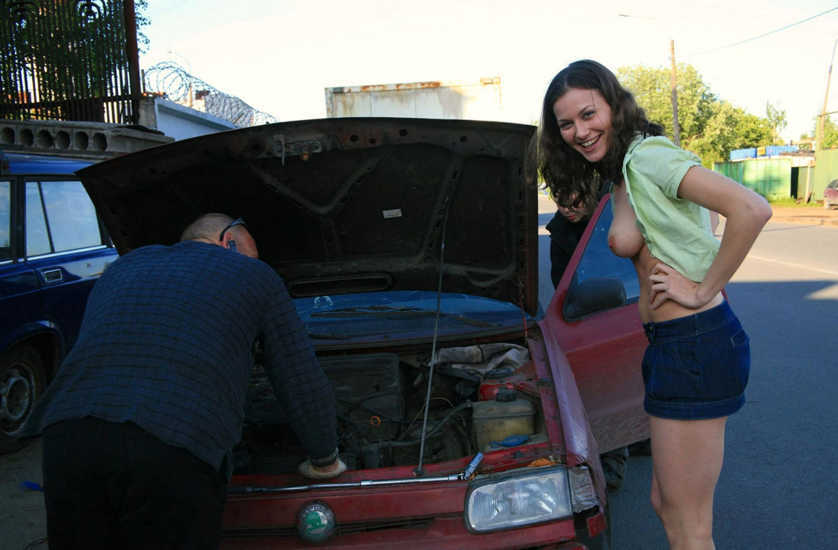 Naked Girl Helps To Repair Car  Russian Sexy Girls-7727