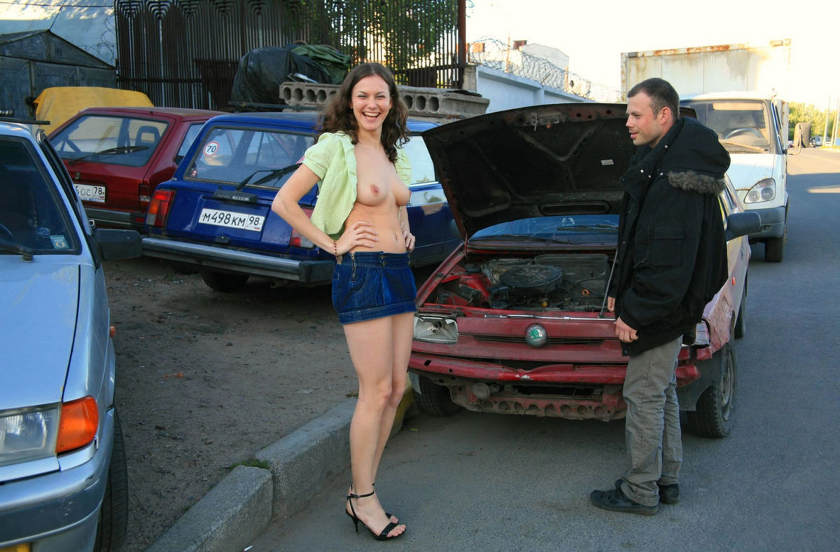 Naked Girl Helps To Repair Car  Russian Sexy Girls-2966