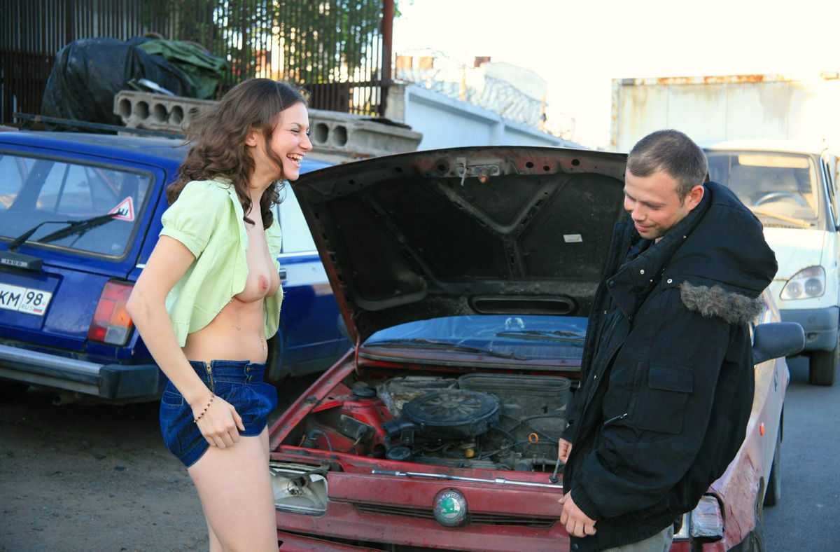 Naked Girl Helps To Repair Car  Russian Sexy Girls-3889