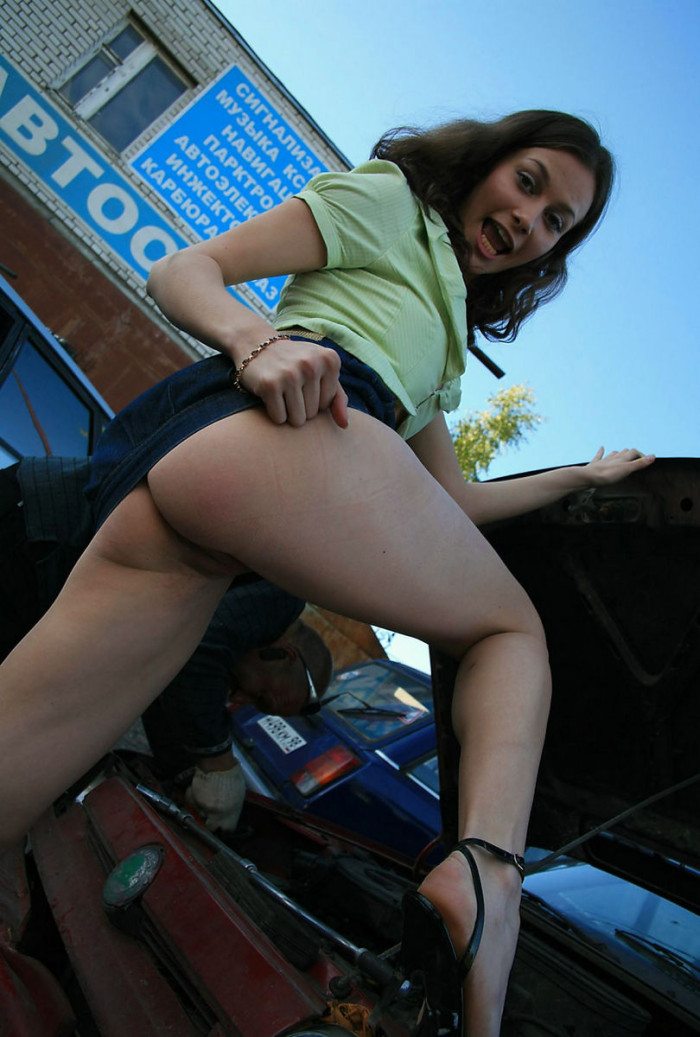 Naked Girl Helps To Repair Car  Russian Sexy Girls-2936