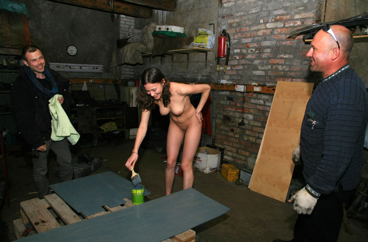 Naked Girl Helps To Repair Car  Russian Sexy Girls-1225