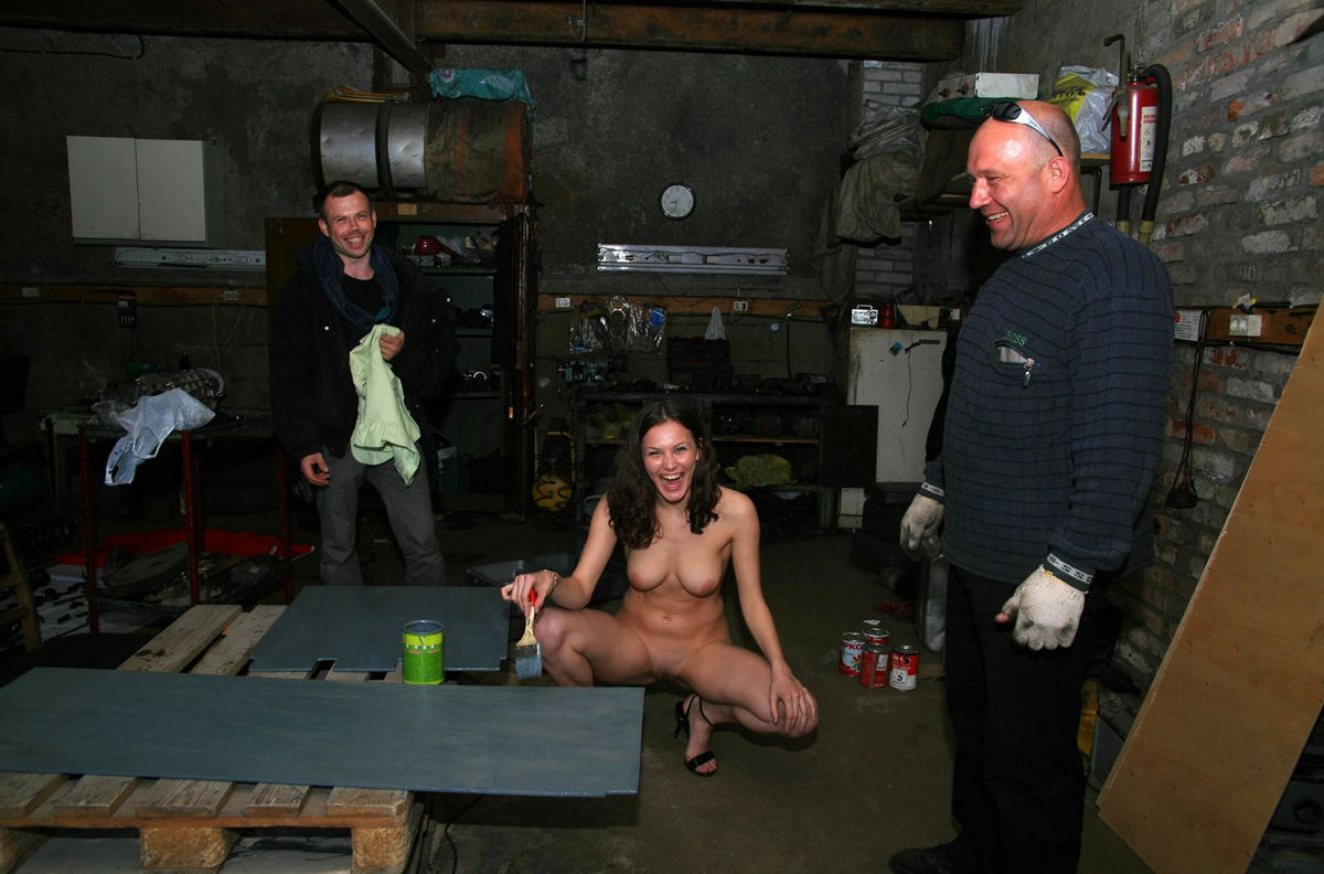 Naked Girl Helps To Repair Car  Russian Sexy Girls-3083