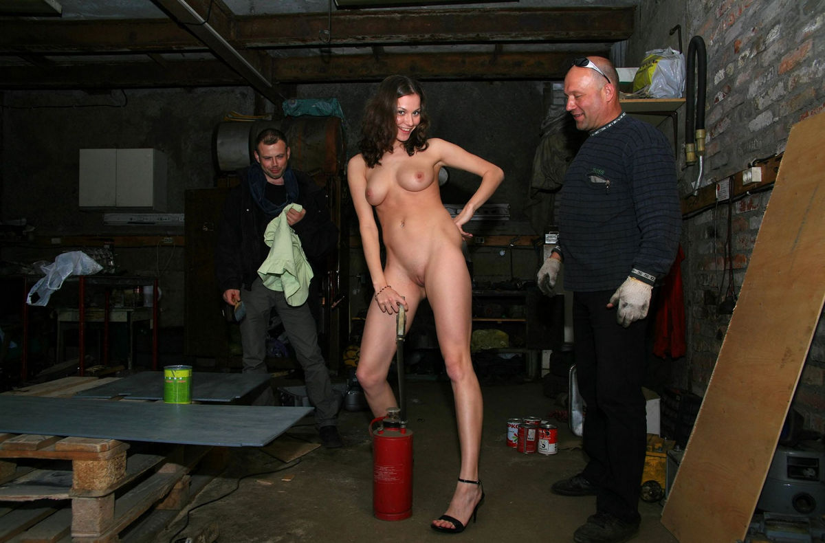 Naked Girl Helps To Repair Car  Russian Sexy Girls-5541