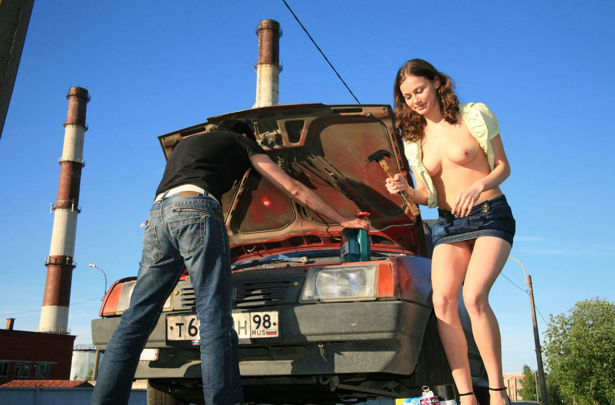 Naked Girl Helps To Repair Car  Russian Sexy Girls-7062